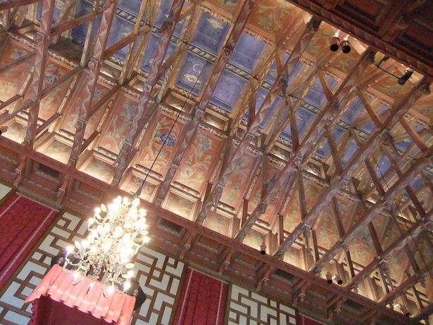 市議会室の天井